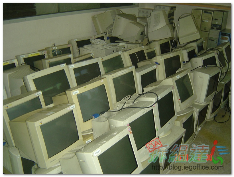 電腦主機-15吋CRT螢幕