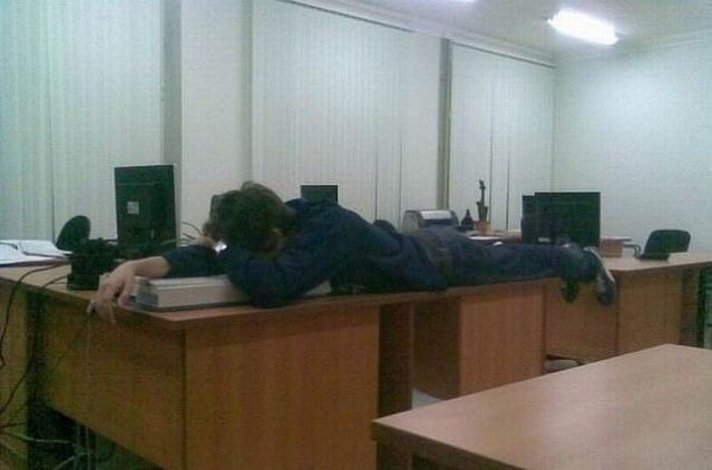 工作中睡著